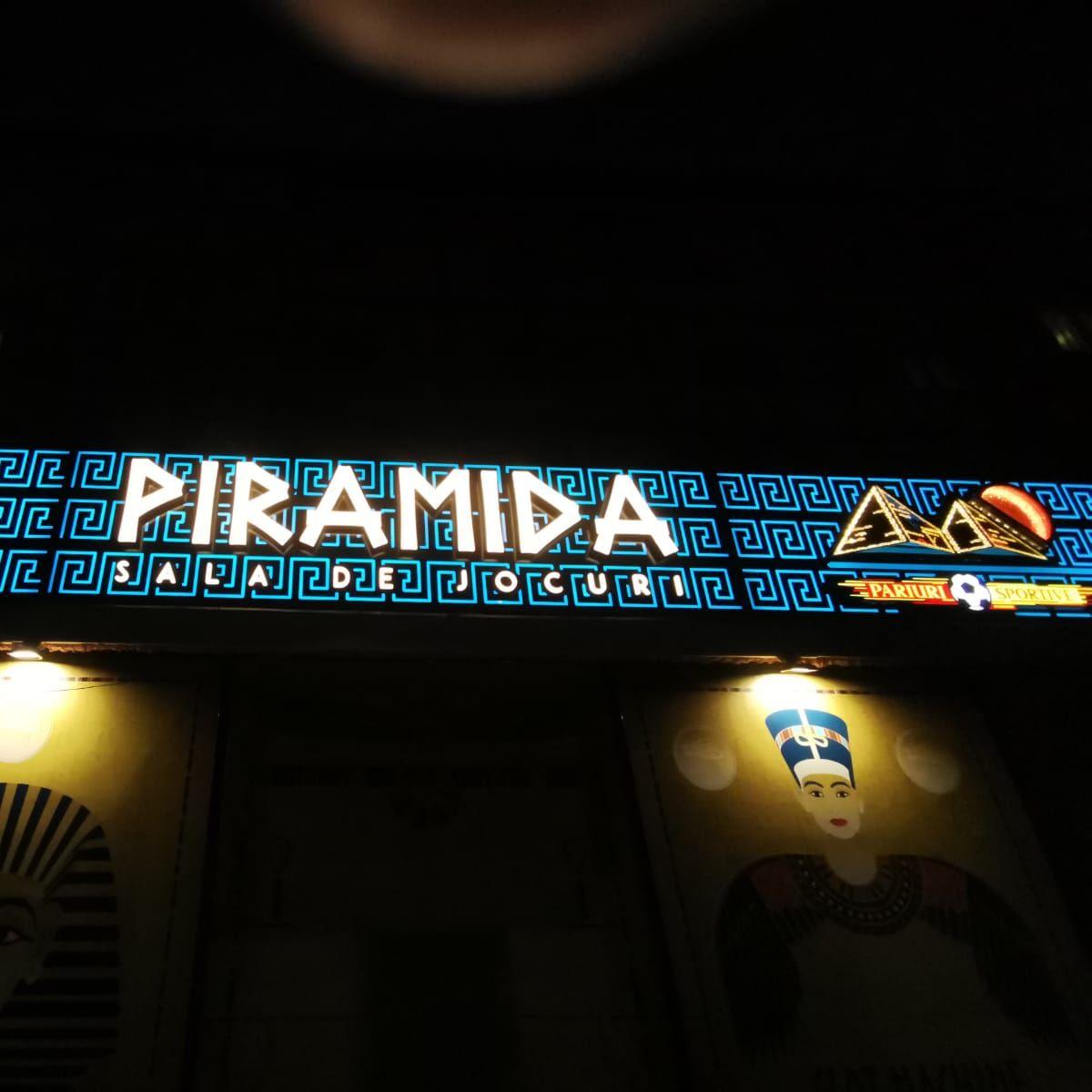 Reclamă din bond cu lumină integrată plexiglas 20mm, piramidă oglindă 3D, swarovski