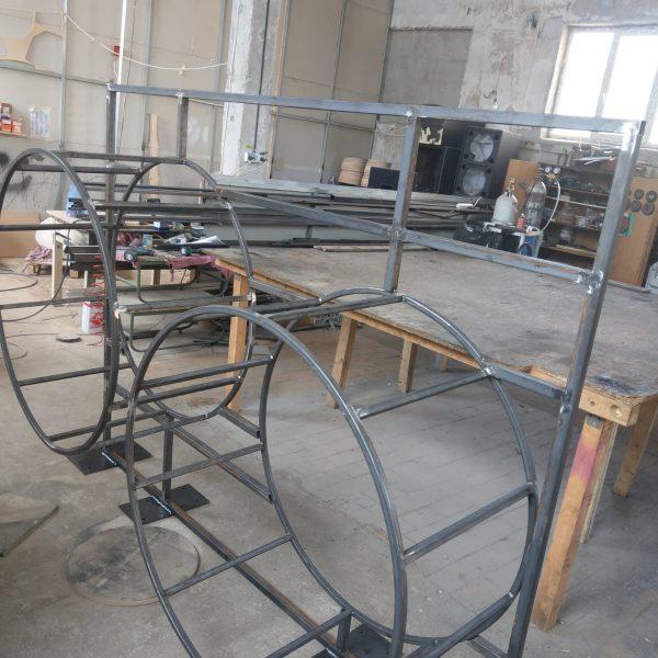 Mobilier magazin structură metalică în producție