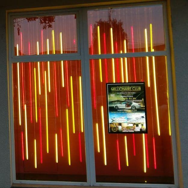Vitrină luminoasă casino - front